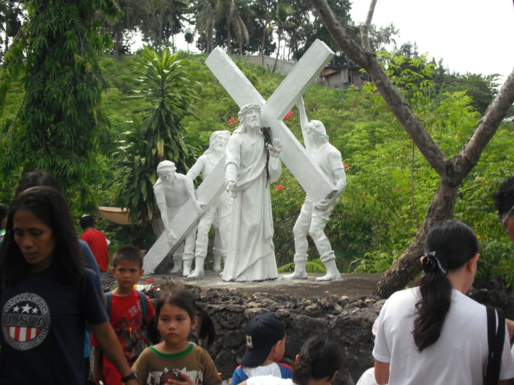 Love considers the beam | Meditating The Second Station of the Cross