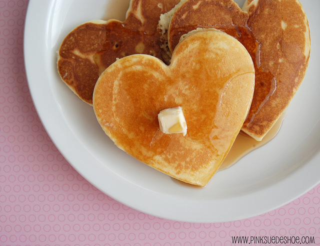 I don't heart eggs, but I heart pancakes...which reminds me...